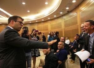 חזן מגיש את תביעת הדיבה, אוקטובר 2015
